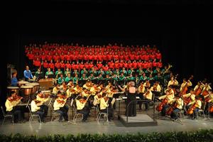 La orquesta infantil Esperanza Azteca de Torreón ofreció un concierto en el Teatro Isauro Martínez ante la firma del convenio.