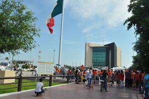 El numeroso contingente se reunió en punto de las 9:30 de la mañana en la Plaza Mayor.