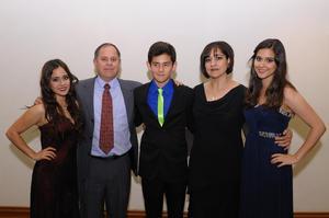 Sandra, Roberto, Roberto, Ana Paola y Ana Sofía.