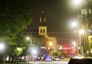 Una vista de la iglesia en la calle Calhoun.