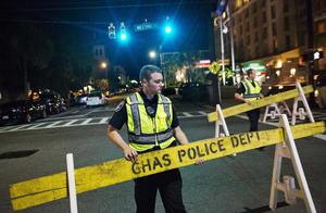 El FBI y la policía estatal colaboran con agentes locales en la búsqueda del sospechoso.
