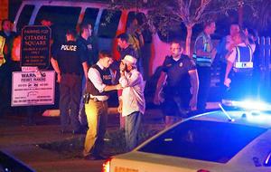 """""""El único motivo por el que alguien podría entrar en una iglesia y disparar a gente que reza es por odio"""", dijo el alcalde de Charleston, Joseph P. Riley. """"Es el acto más ruin que uno podría imaginarse, y llevaremos a esa persona ante la justicia""""."""