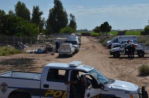 Minutos antes de las 14:00 horas se procedió con el levantamiento de los cuerpos calcinados para llevarlos al Servicio Médico Forense.