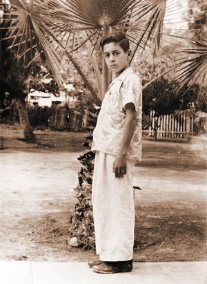 Porte.  En la imagen, don José Guadalupe en plena juventud posando para la lente de la cámara.