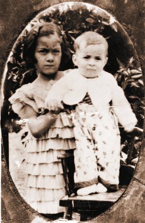 Recuerdos. Monseñor compartió una de sus primeras fotografías de su infancia.