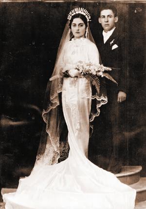 Amor. Sus padres Juliana Galindo y Vicente Galván, quienes procrearon tres hijos, el mayor, José Guadalupe.