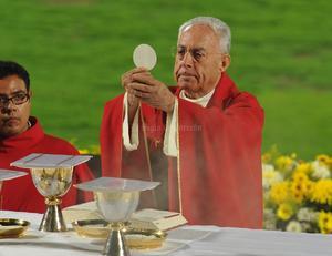 El obispo de Torreón, José Guadalupe Galván encabezó la celebración eucarística.