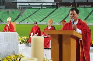 Fieles y sacerdotes expresaron su cariño al obispo de Torreón.