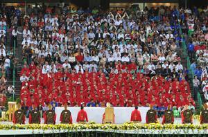 """Con gritos de """"Lupito, Lupito"""" y """"Te queremos Lupito te queremos, te queremos Lupito te queremos"""" fue como recibieron las más de 12 mil almas que se congregaron en recinto futbolero."""