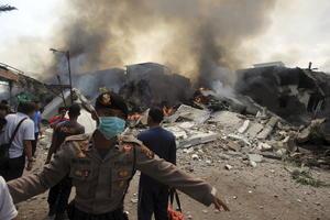 Además de las 113 personas que viajaban en la aeronave, muchos de ellos familiares de militares, tres civiles que estaban en tierra fallecieron.