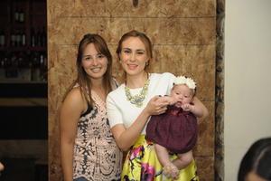 Acompañada de su hija, Elisa Ganem Urby, y Marcela.