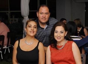 Norma, Roberto y Rebeca.