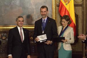 Los reyes se reunieron más tarde con el jefe de Gobierno capitalino, Miguel Ángel Mancera, quien les entregó las llaves de la ciudad.
