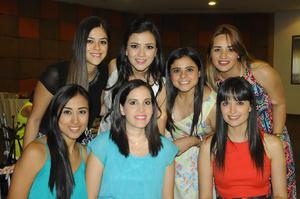 Laura con sus amigas