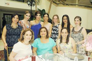 Ana Patricia con sus amigas