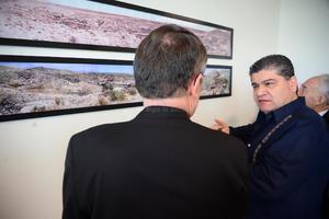 El alcalde les dio un recorrido a los obispos por la presidencia municipal.