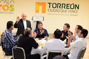 Los obispos se reunieron por la mañana con el alcalde Miguel Riquelme.