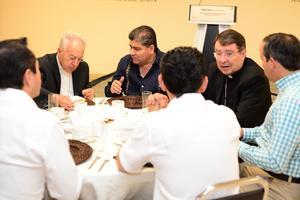 Se les ofreció un desayuno a los obispos y realizaron un recorrido por la presidencia municipal.