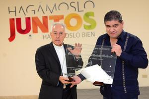 Con motivo de los diversos eventos que se realizaron para festejar los 50 años de ordenación del Obispo de la Diócesis de Torreón, José Guadalupe Galván Galindo, el Ayuntamiento le entregó un reconocimiento.