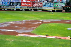 La lluvia originó que se suspendiera el primer desafío de la serie entre Vaqueros Laguna y Rieleros de Aguascalientes.
