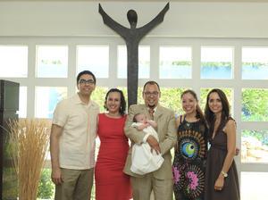 Sabina con sus papás, Juan Carlos y Airam; sus padrinos, Irma Alejandra y Cuitláhuac, y Clara.