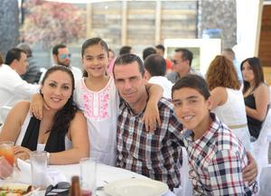 Paulina, Sandra, Jorge y Jorge.