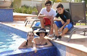 Regina, Cecilia, Javier y Fernando.