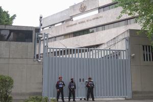 Tras la fuga, 18 elementos de distintas áreas del penal fueron trasladados a la ciudad de México para ser interrogados.