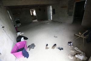 En el lugar se encontró ropa que fue asegurada por las autoridades.
