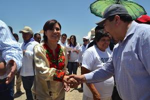 Rosario Robles visitó el ejido Mala Noche, una de las comunidades más alejadas del municipio de San Pedro.