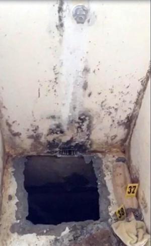 """Este el es hoyo desde la celda del """"Chapo"""" por el que escapó."""