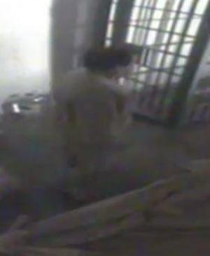 """Llama la atención que en el video, """"El Chapo"""" aparece con cabello, cuando en una fotografía reciente lucía rapado."""