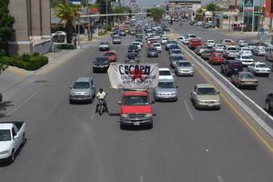 La marcha motorizada causó molestia entre los conductores que en ese momento circulaban por el bulevar.