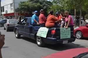 Los inconformes avanzaron sobre la avenida Hidalgo.