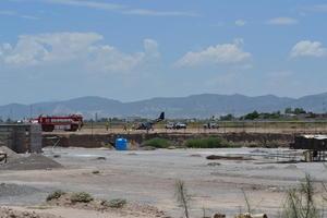 En pocos minutos llegó el auxilio del Aeropuerto, de los Bomberos, Cruz Roja y Protección Civil, que sofocaron las llamas y controlaron la situación.