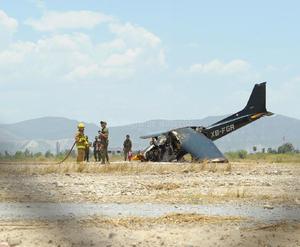 Al descender por el lado nororiente de la pista de aterrizaje, el piloto se descontroló y perdió pista para terminar a un lado y con la punta de la aeronave casi enterrada, lo cual provocó que se incendiara, aunque el piloto pudo descender de la avioneta.