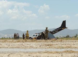Los hechos ocurrieron pasadas las dos de la tarde por el lado nororiente de la pista del aeropuerto, a donde no alcanzó a aterrizar la avioneta Cessna 172, color negro con rojo, con matrícula XBFGR, propiedad de la Escuela de Aviación de La Laguna, la cual era piloteada por Omar Huízar Villalobos, de 23 años.
