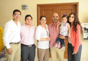Jorge, Eduardo, Rosario, Jorge, Romina y Pamela Alcázar Jáuregui.