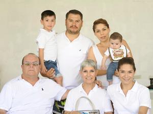Ricardo, Patricia, Patricia, Ricardo, Cecy, Jorge y Ricardo Ignacio.