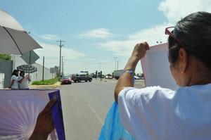 El grupo de Vida, en apoyo a la familia Arrambide, se plantó a las afueras de la Policías del Estado para exigir respuesta por parte de las autoridades, quienes en ningún momento buscaron un acercamiento con los inconformes.