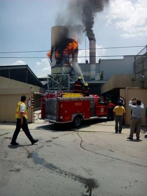 El fuego no se propagó a otras áreas de la nave industrial.