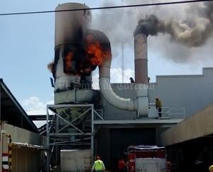 Se desconocen las causas que dieron origen al incendio.