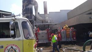 Alrededor de la 15:00 horas, personal de Bomberos llegó al cruce de Acatitla de Baján y Valle del Guadiana del Parque Industrial Lagunero, para sofocar el fuego en la empresa ''Jorman''.