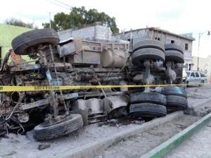 A través de de denuncias ciudadanas de las aplicaciones de El Siglo de Torreón, usuarios han compartido imágenes del fatal accidente.