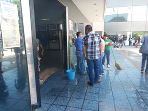 Directores de Atención Ciudadana, Servicios Públicos, Gobernación y personal técnico del Sideapa los atendieron y les concertaron una cita con el alcalde, pero hasta el 10 o el 11 de agosto.