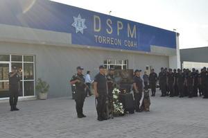Con una emotiva despedida, elementos de la Dirección de Seguridad Pública Municipal de Torreón, dieron el último adiós a Hunter, el primer perro policía del Escuadrón Canino.