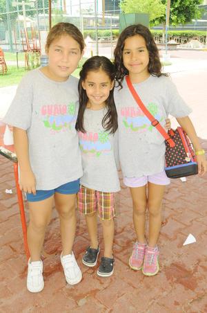 Valeria, Milagros y Astrid