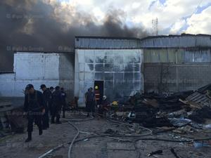 Al lugar acudieron Bomberos del municipio de Matamoros, Gómez Palacio y de las empresas Lala y Peñoles, para ayudar a controlar el siniestro.