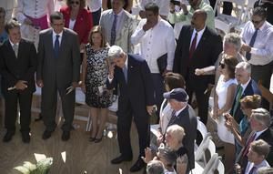 El secretario de Estado, llegando al sitio donde se realizó la ceremonia.