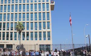Con el izamiento de la bandera estadounidense, se reabrió oficialmente la embajada de ese país en Cuba, en un histórico acto que refrenda el restablecimiento de relaciones diplomáticas entre ambos países.